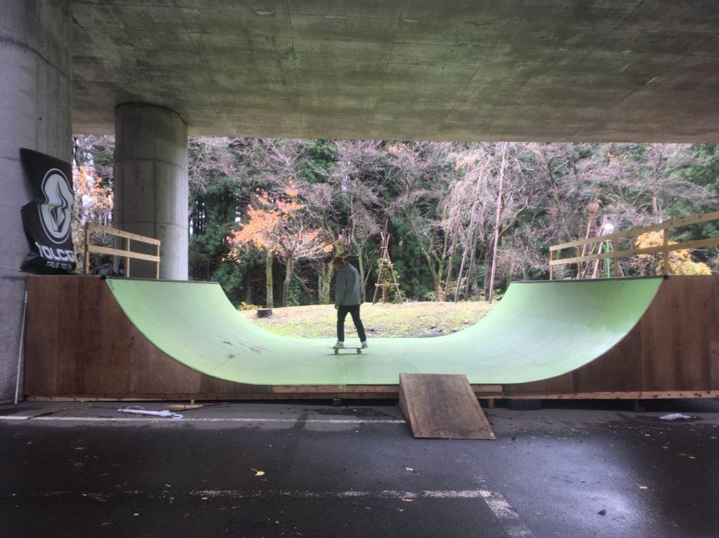 湯沢町に新オープンのスケートボード場とは