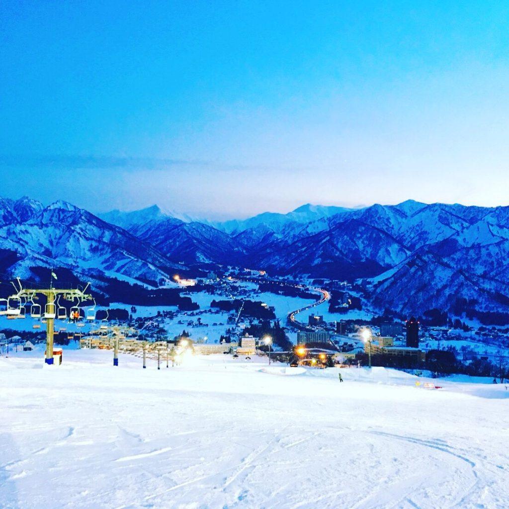 越後湯沢で夜景を楽しむなら「岩原スキー場」がオススメ