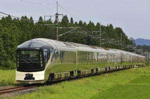 de4dfb5b5c3de6ca5abaeabf7ff24aa4 300x199 - 超高級夜行列車「四季島」を撮影in越後湯沢
