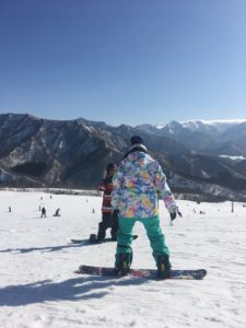 567d07cbcc77038907a2a00d15bf811b 225x300 - kuri-chan snowboarding lesson