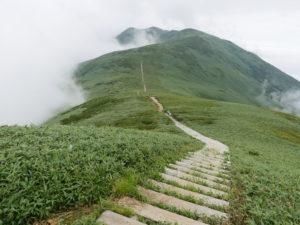 P1000334 300x225 - 湯沢町の百名山