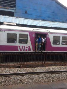 img 2502 225x300 - インドの電車