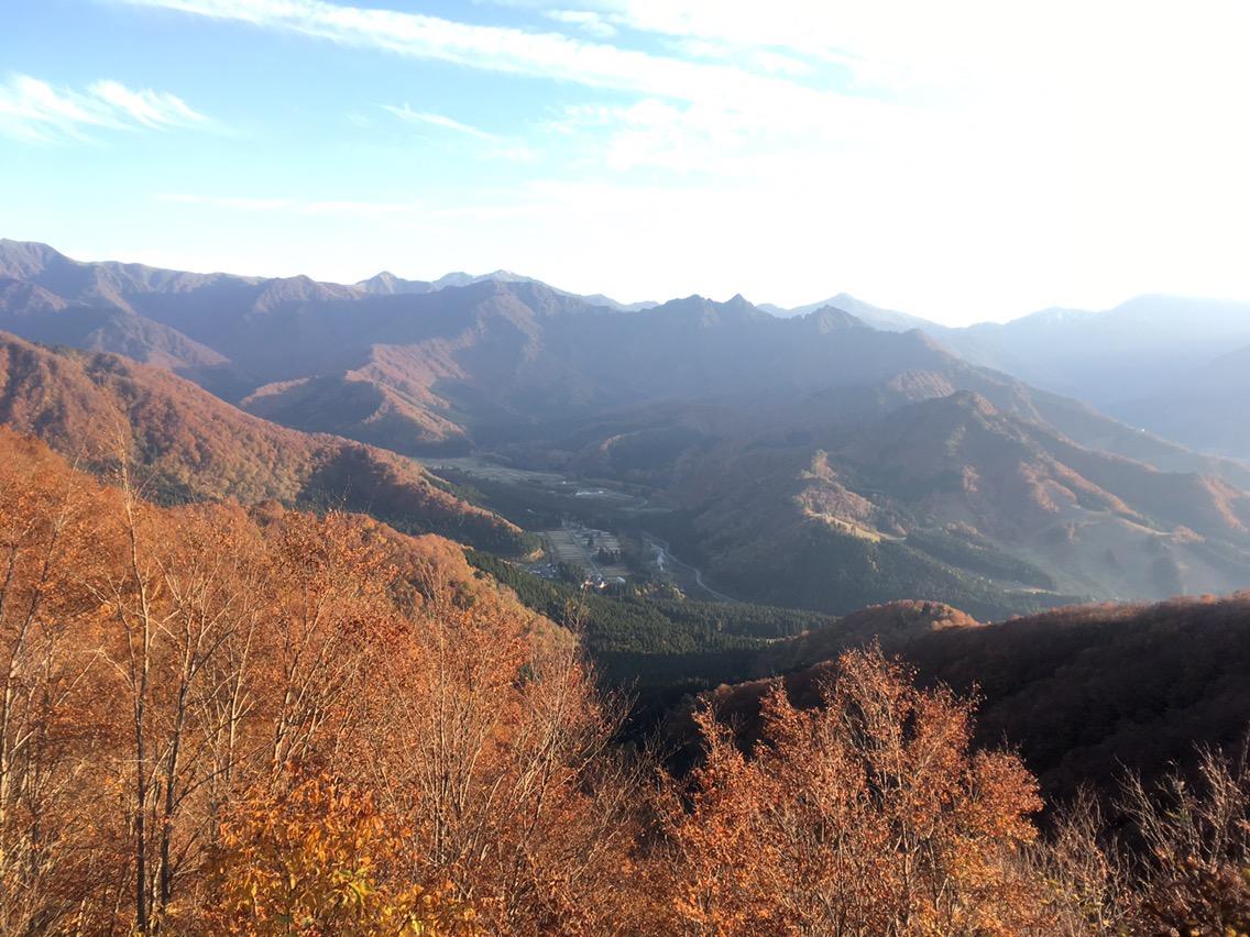 湯沢町と大源太川